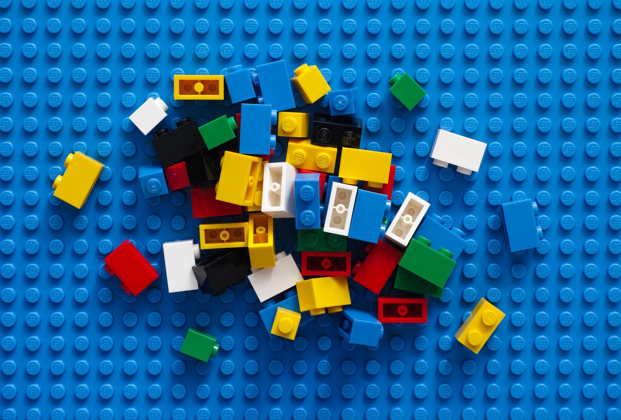 Legos, tinker toys, duplo blocks